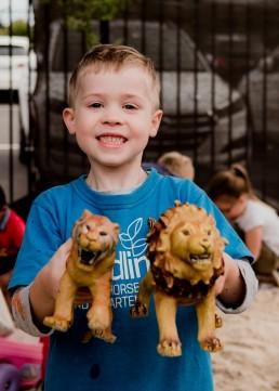 kindergarten bout portrait holding lions